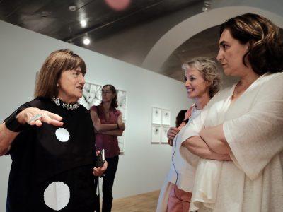 En la inauguración con la alcaldesa de Barcelona Ada Colau y la comisaria Gabriele Schor